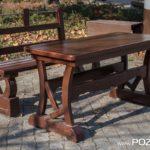 Ławka i stół na placu Niezłomnych (fot. Jakub Pindych PLOT)