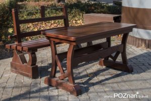 Ławka i stół, pl. Niezłomnych